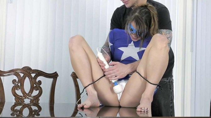 XXXTREMECOMIXXX – Zoey Laine - No Escape for Stargirl