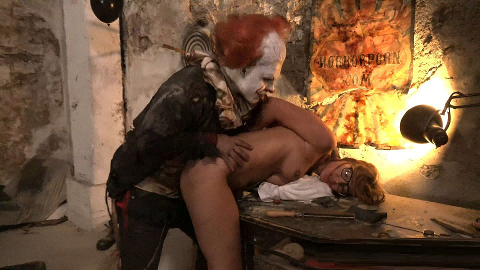 Clown Fucking little Schoolgirl In Sleepy town - IT is here