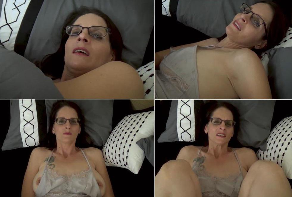 Fifi Foxx Fantasies Christina Sapphire - Did Mommy give you that? FullHD mp4