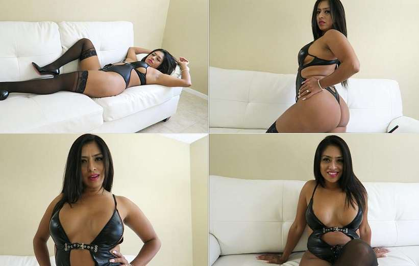 LatinSandra – mommy is getting her pussy satisfied FullHD 1080p